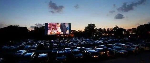 隔离在洛杉矶的日子, 我伴着夜色在汽车影院体验了一次复古娱乐…